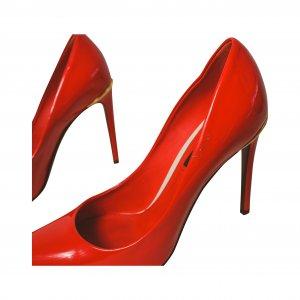נעלי עקב אדומות לקה 9