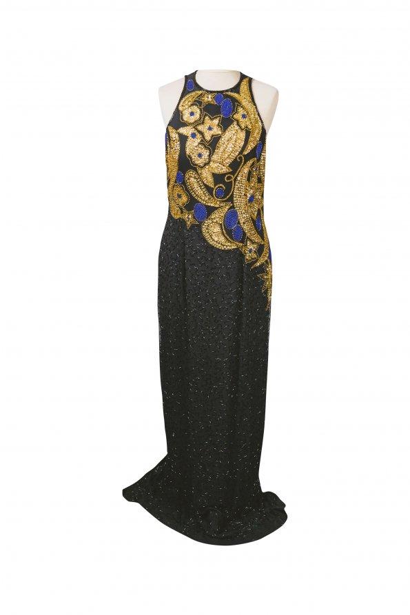 שמלת מקסי שחורה עם פייטים מזהב בחזה 1