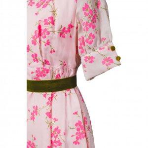 שמלת וינטג' ורודה עם פרחים מקטיפה וחגורה ירוקה 3