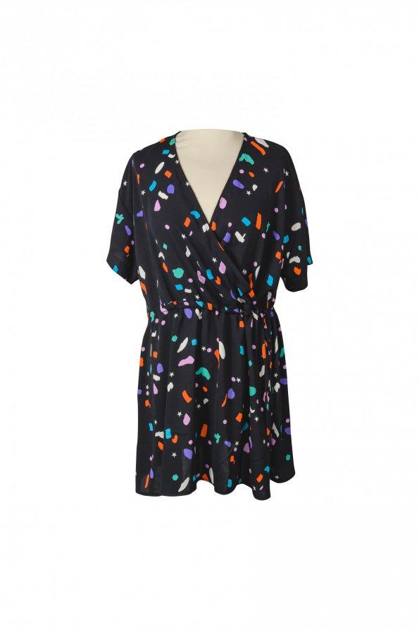 שמלה שחורה עם קישקושים צבעונים 1