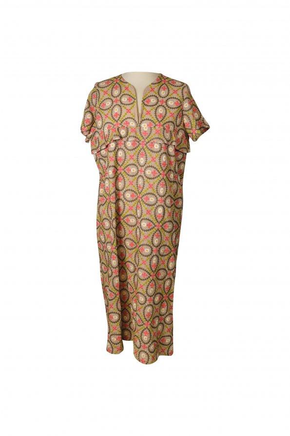 שמלה סרוגה חומה עם ריקמה אתנית 1