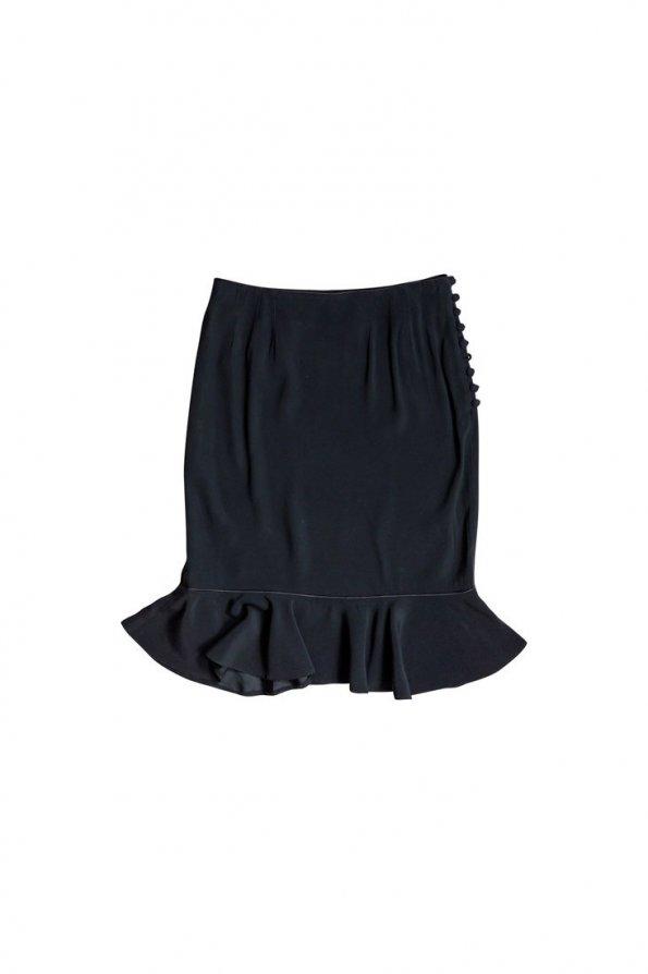 חצאית שחורה עם מלמלה בתחתית וכפתורים בצדדים 1