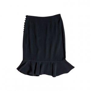 חצאית שחורה עם מלמלה בתחתית וכפתורים בצדדים 2