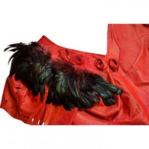 חולצה עור אדומה עם נוצות שחורות בכתפיים 3