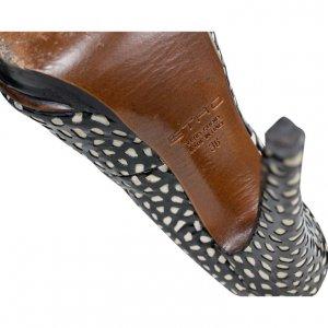 נעלי עקב שחור לבן עור 4