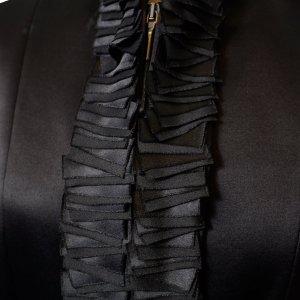 ג׳קט מחוייט משי שחור עם וולנים 4