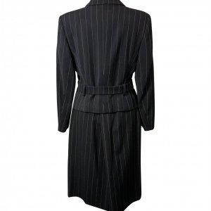 חצאית מחויטת שחור עם פסים לבנים דקים 3