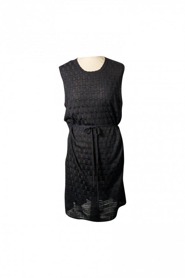 שמלת סריג שחורה עם קשירה 1