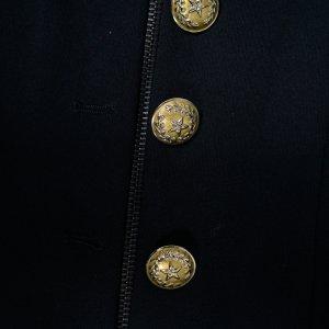 שמלה שחורה ריצרץ כפתורי זהב 2