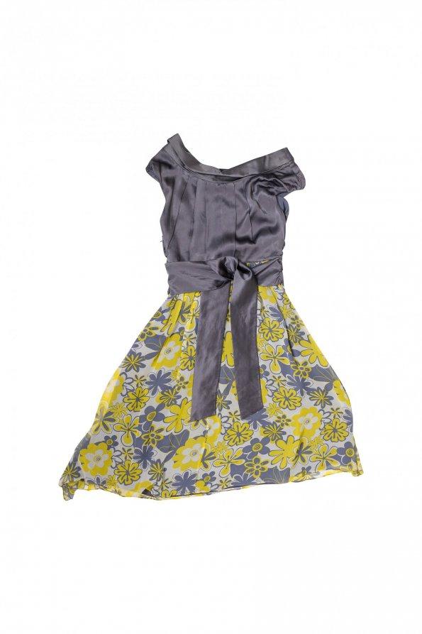 שמלת משי אפורה עם פרחים צהובים 1