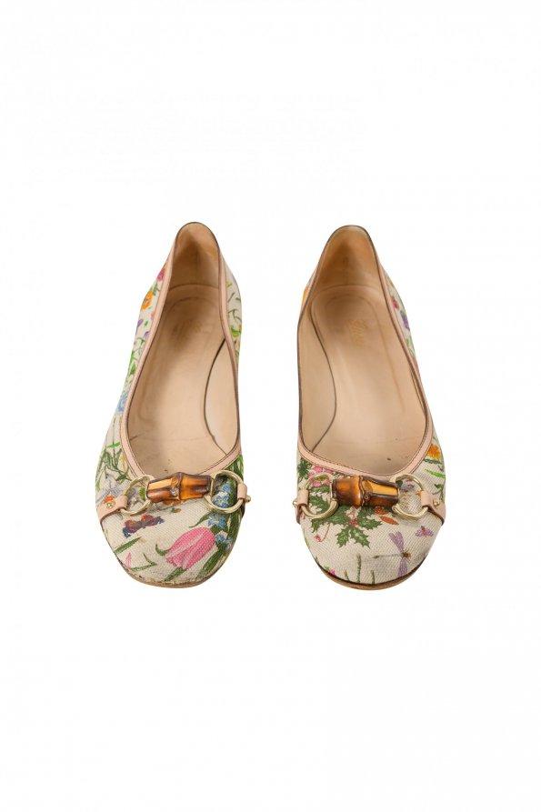 נעלי בובה בז׳ פרחוני עם במבוק 1