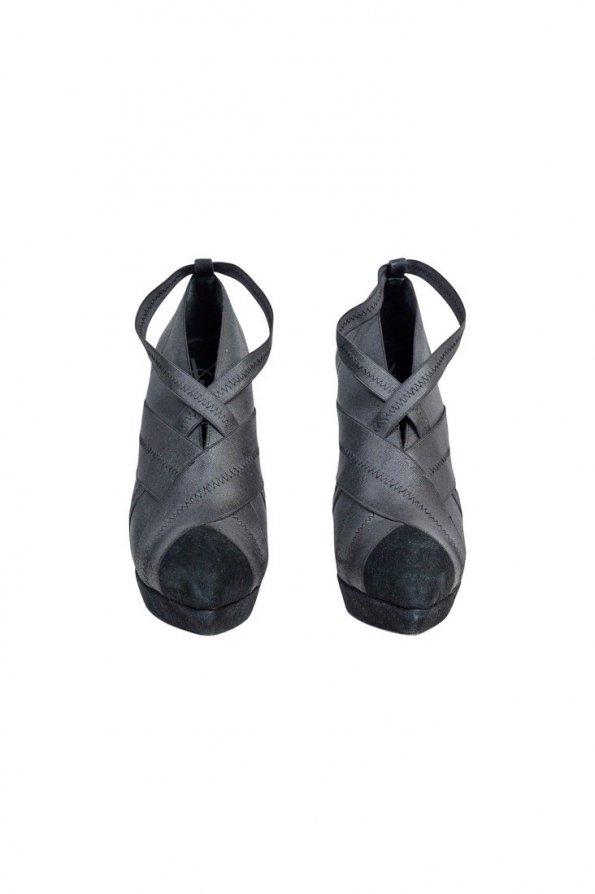 נעלי עקב אפורות סגורות 1