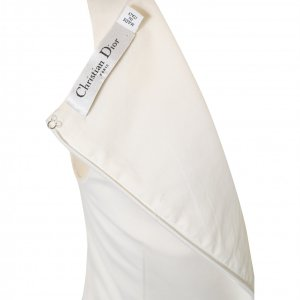 שמלה לבנה ללא שרוול עם מלמלה בתחתית 3