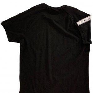 טי שירט שחורה עם סמל קטן בצד 2