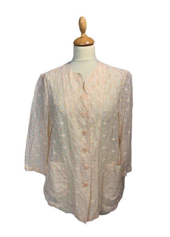 חולצה מכופתרת עם שרוול ארוך וינטאג' בדוגמת פרחים, ועם 2 כיסים קדמיים 1