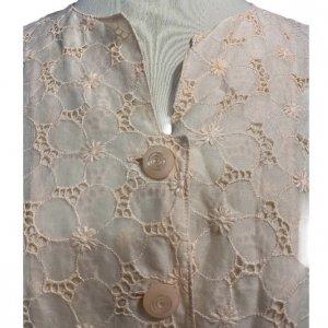 חולצה מכופתרת עם שרוול ארוך וינטאג' בדוגמת פרחים, ועם 2 כיסים קדמיים 4