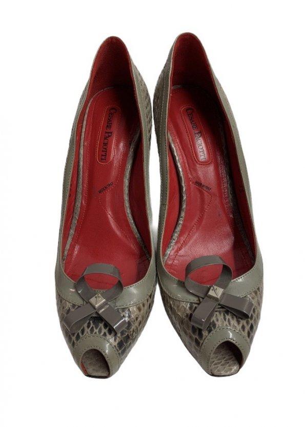 נעלי עקב עור נחש אפור עם פתח אצבע ופפיון 1