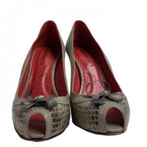 נעלי עקב עור נחש אפור עם פתח אצבע ופפיון 4