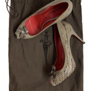 נעלי עקב עור נחש אפור עם פתח אצבע ופפיון 9