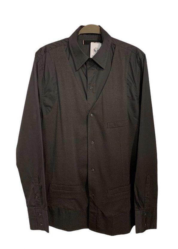 חולצה אפורה מכופתרת עם ווסט 1