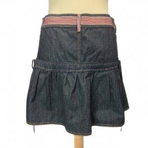 חצאית ג'ינס גזרת מיני עם פסים אדומים 2