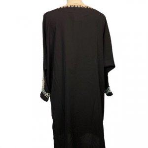 שמלה 3/4 שחורה עם עיטורי זהב וכסף בשרוולים ובחזה 2