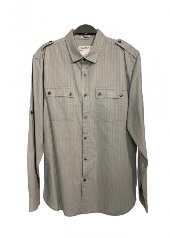 חולצה ארוכה מכופתרת אפור בהיר עם משבצות לבנות קטנות 1