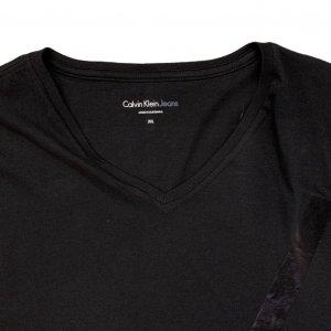 חולצה קצרה שחורה עם הדפסב ck בשחור גדול 3