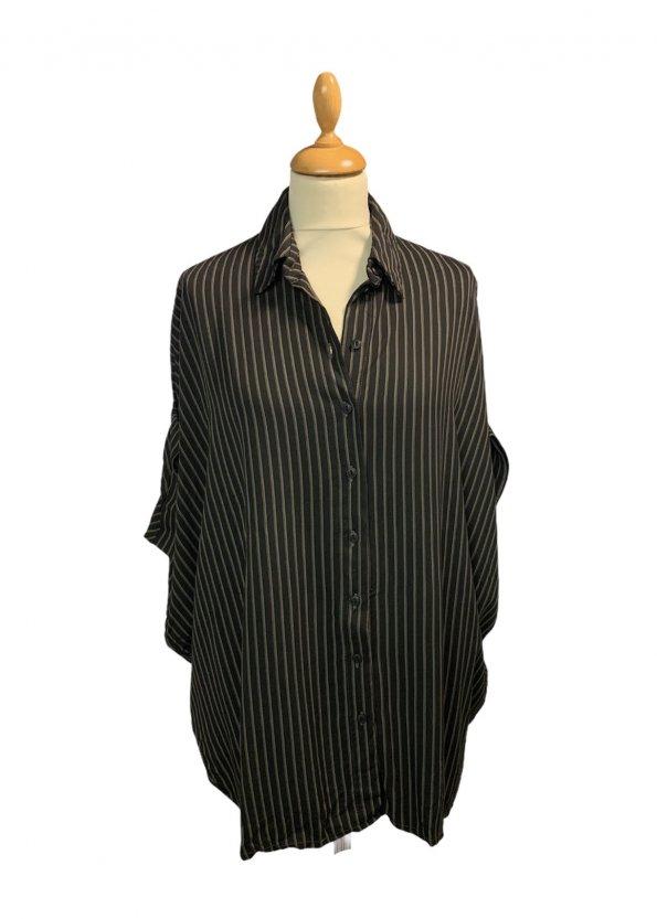 חולצה מכופתרת שחורה קצרה פסים חומים 1