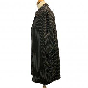 חולצה מכופתרת שחורה קצרה פסים חומים 3