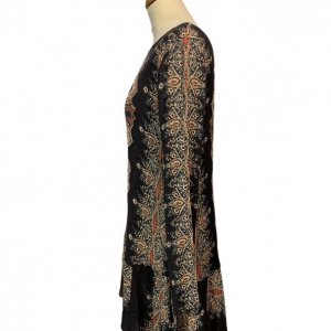 שמלה שחורה בסגנון אתני עם גב פתוח 3