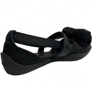 נעלי  בובה שחורות עם קשת ורצועות - 'VIC - MATIE 6
