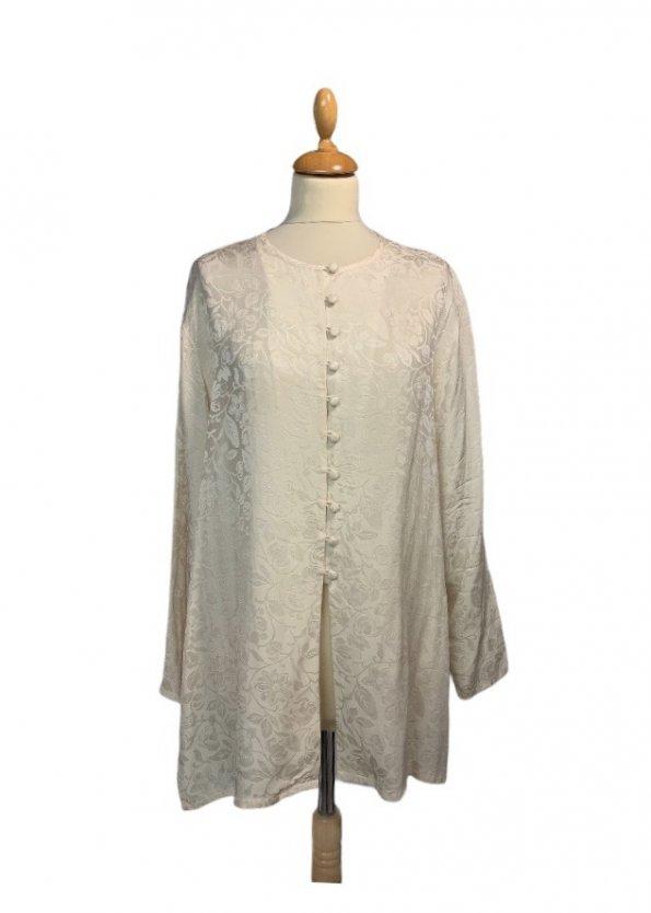 חולצה ארוכה מכופתרת שמנת אופוויט עם ציורי עלים סאטן 1