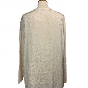 חולצה ארוכה מכופתרת שמנת אופוויט עם ציורי עלים סאטן 2