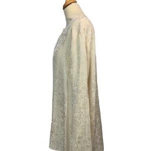 חולצה ארוכה מכופתרת שמנת אופוויט עם ציורי עלים סאטן 3
