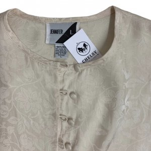חולצה ארוכה מכופתרת שמנת אופוויט עם ציורי עלים סאטן 4