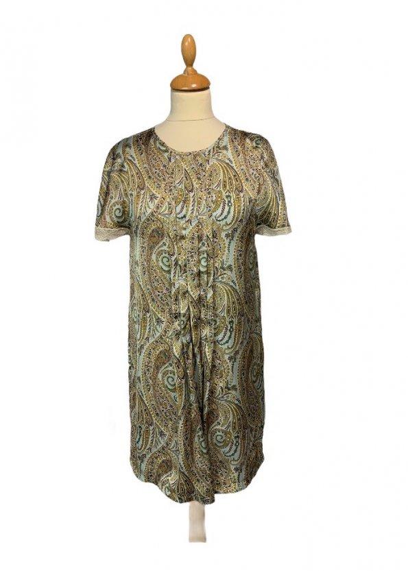 שמלה בצבע תכלת עם עלים ופרחים ירוקים ובורדו 1