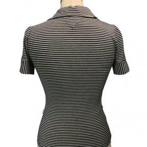 חולצת פולו שחורה פסים לבנים 2