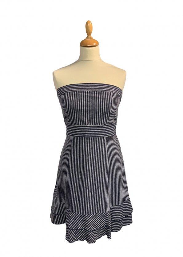 שמלת סטרפלס פסים כחול לבן עם קשירה במותן 1