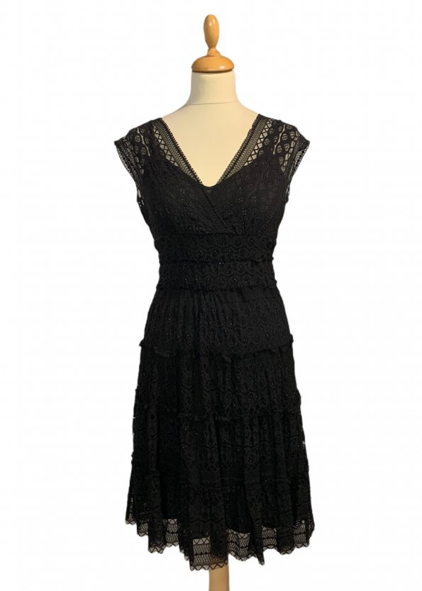 שמלה קצרה שחורה מתחרה 1