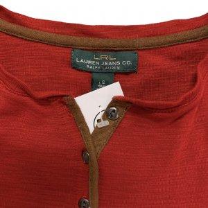 חולצה 3/4 אדומה עם כפתורים חומים 3