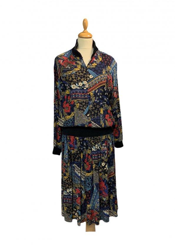 שמלת וינטג׳ ארוכה שחורה עם הדפס אתני כחול אדום 1
