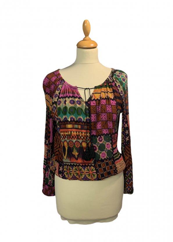 חולצת שרוולים בוהו עם צורות בכל מיני צבעים 1