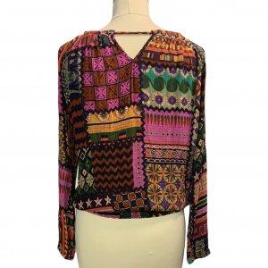 חולצת שרוולים בוהו עם צורות בכל מיני צבעים 2