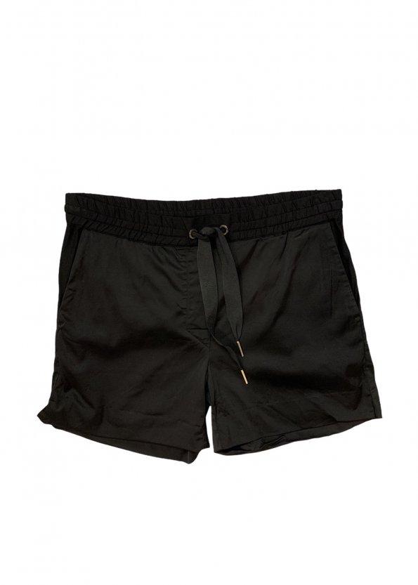 מכנס קצר שחור מבית TOMMY HILFIGER 1