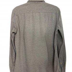 חולצה ארוכה אפורה עם כפתורים שקופים וכיס מקדימה 2