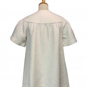 מעיל לבן אוברסייז עם שרוולים קצרים 2