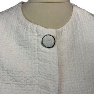 מעיל לבן אוברסייז עם שרוולים קצרים 4