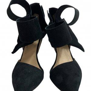 נעלי עקב שחורות עם פפיון 2