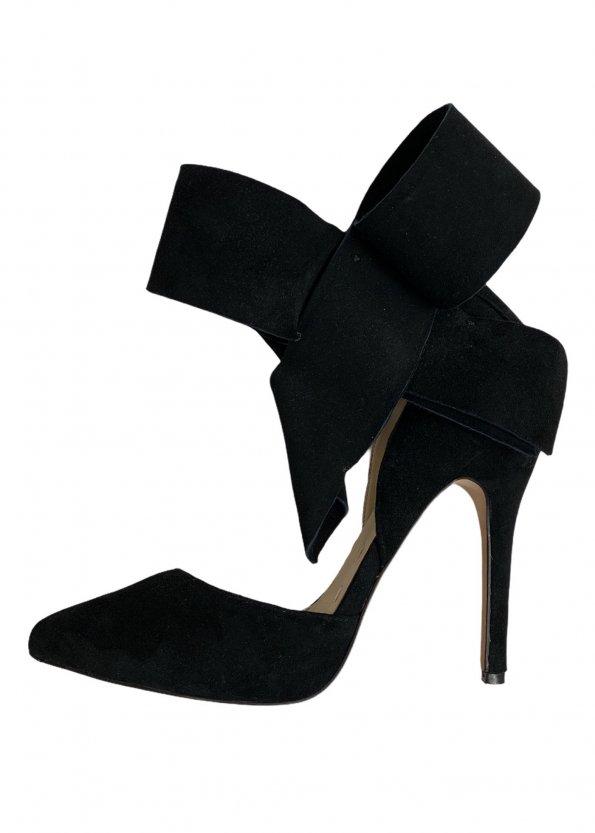 נעלי עקב שחורות עם פפיון 1